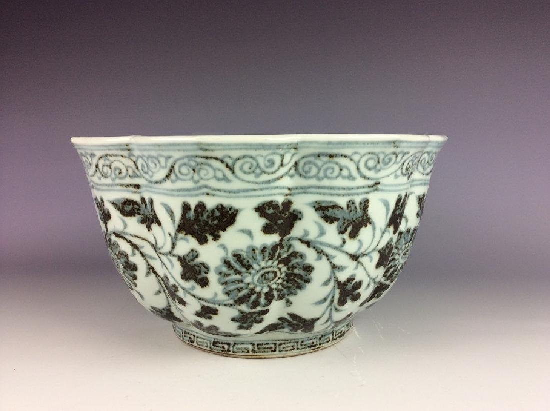 Rare Ming style Chinese porcelain ship shape, blue & - 2