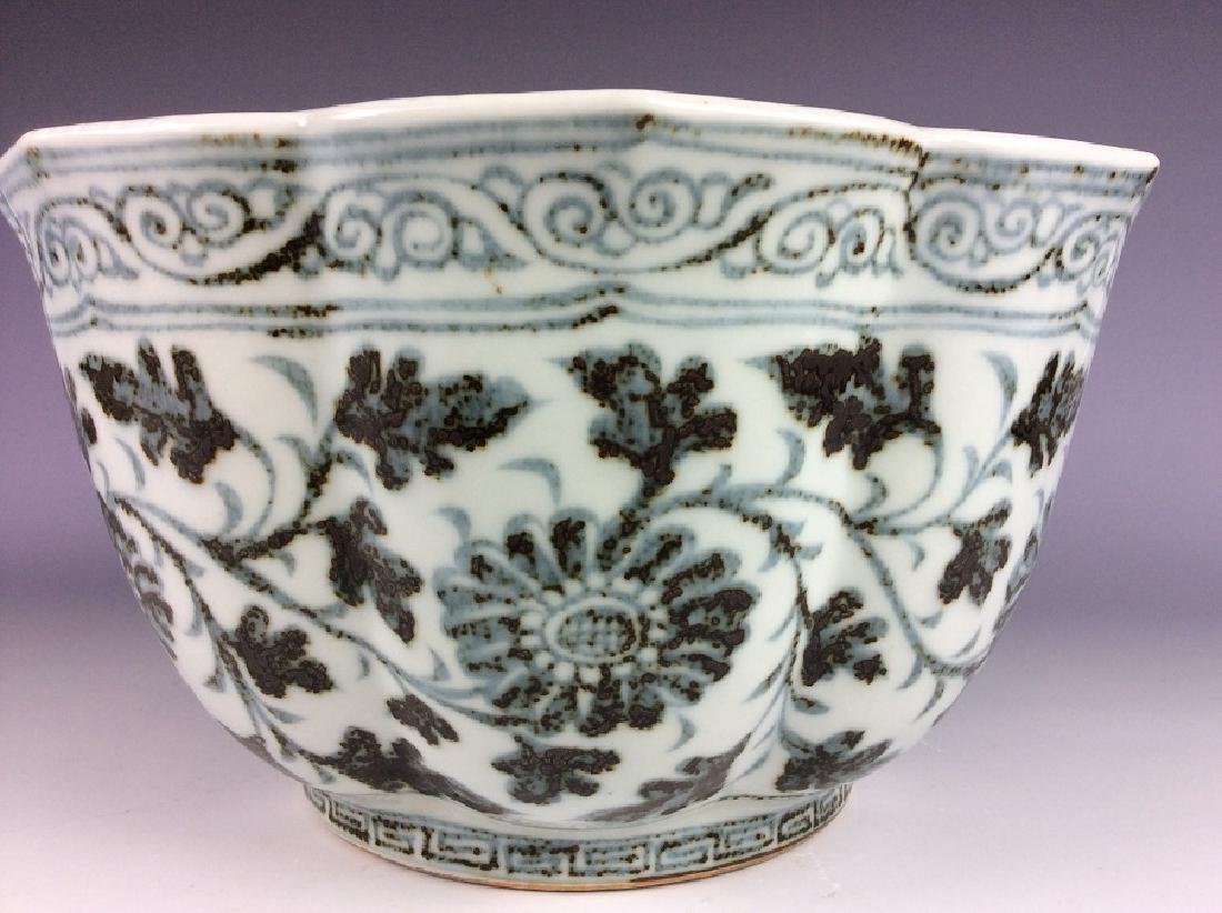 Rare Ming style Chinese porcelain ship shape, blue & - 5