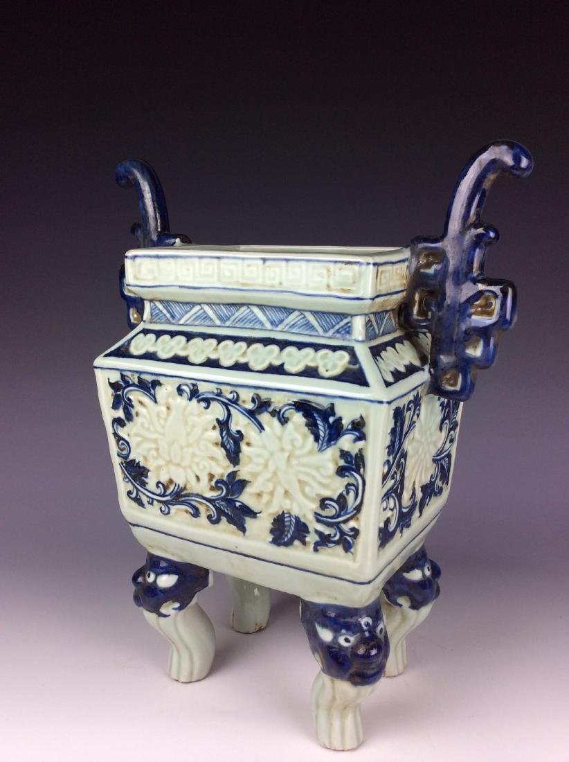 Exquisite Chinese porcelain censor with flowers marked - 3
