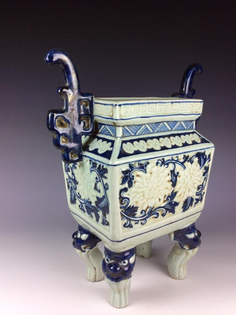 Exquisite Chinese porcelain censor with flowers marked - 4