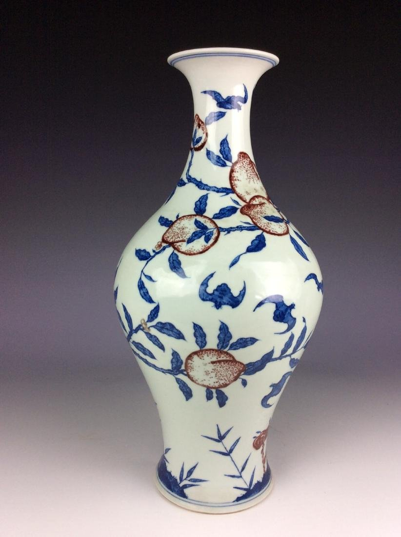 Chinese B/W vase with under glaze red peach and mark - 2