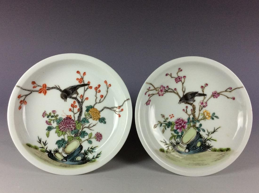 A pair of Chinese porcelain saucers with mark - 2
