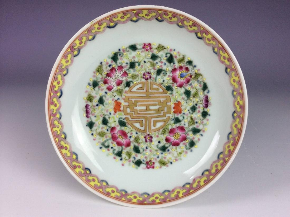 Beautiful Chinese porcelain plate, famille rose glazed,