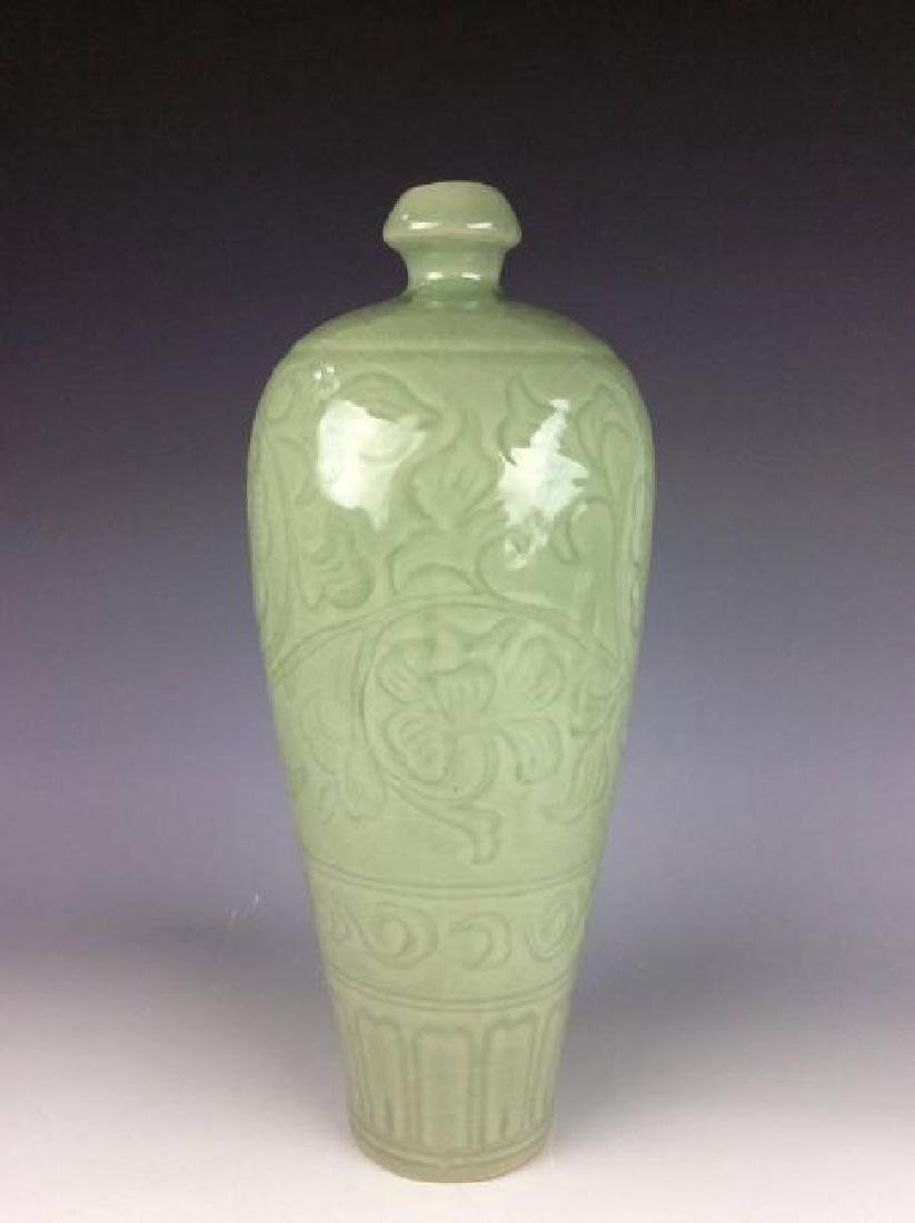 Song Longquan style Chinese porcelain vase, decorated