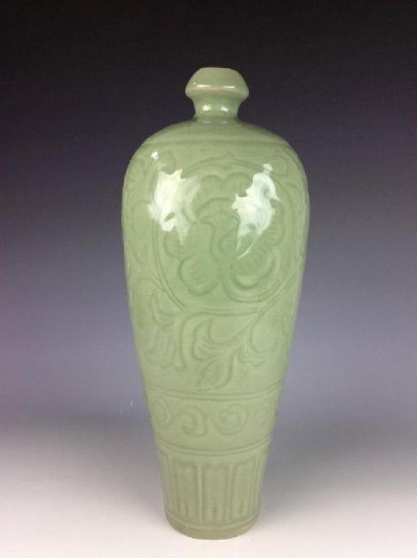 Song Longquan style Chinese porcelain vase, decorated - 2