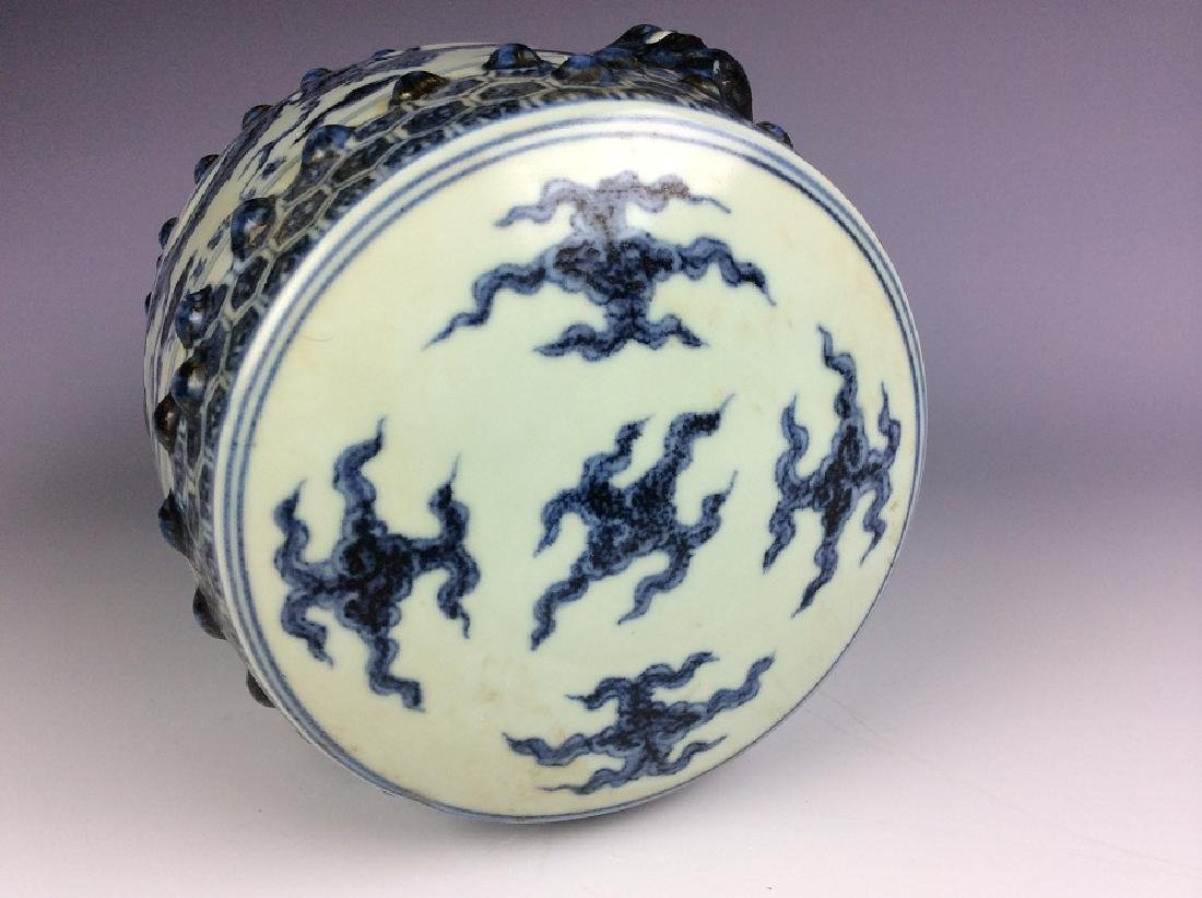 Ming style Chinese porcelain stool, blue & white - 4