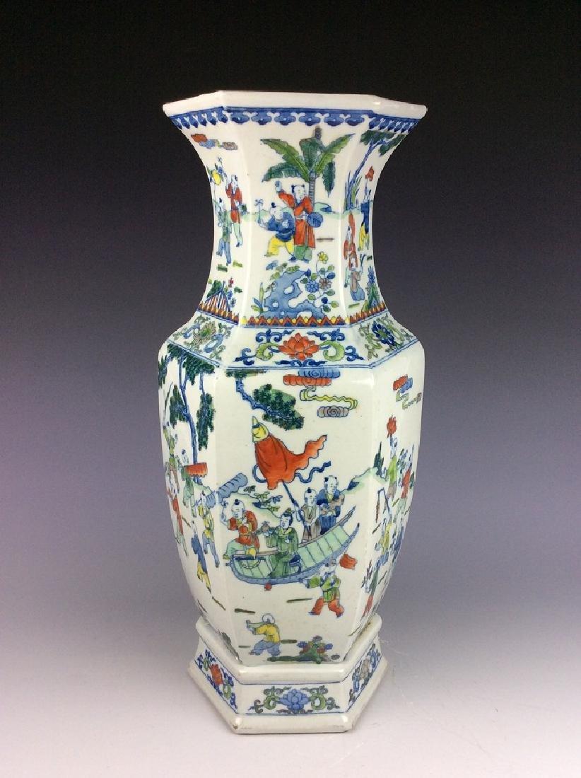 Large Chinese  porcelain vase, famille rose glazed, - 2