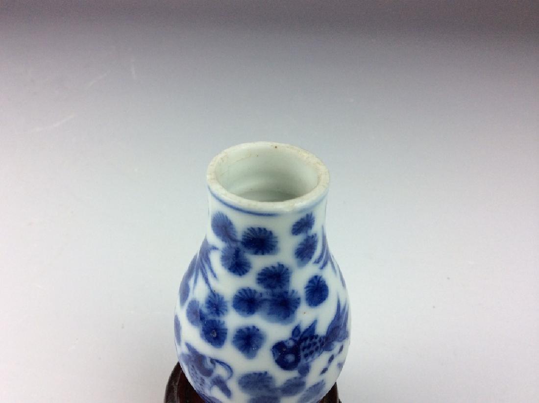 Fine Chinese porcelain vase, blue & white glaze, - 4