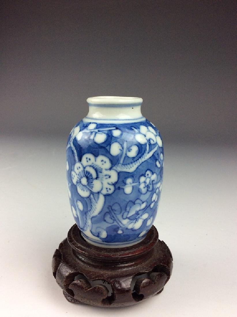 Fine Chinese porcelain vase, blue & white glaze, - 2