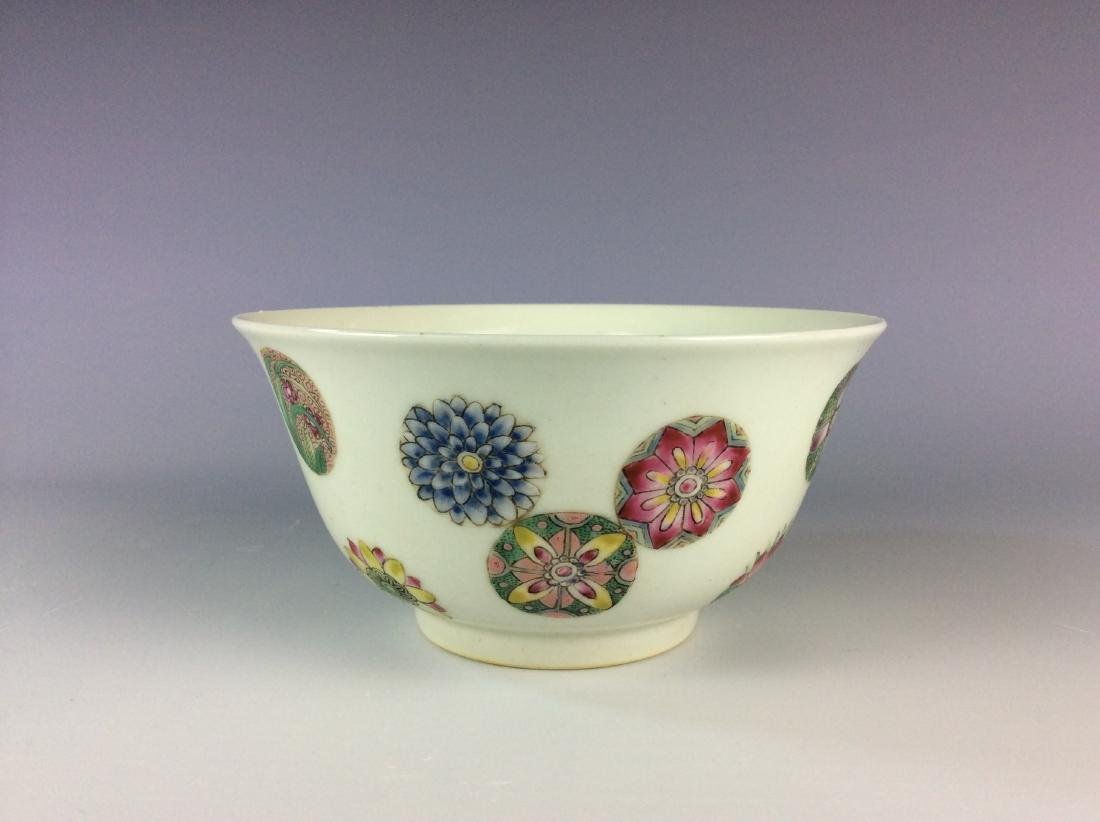 Chinese famillie rose  bowl with circular floral
