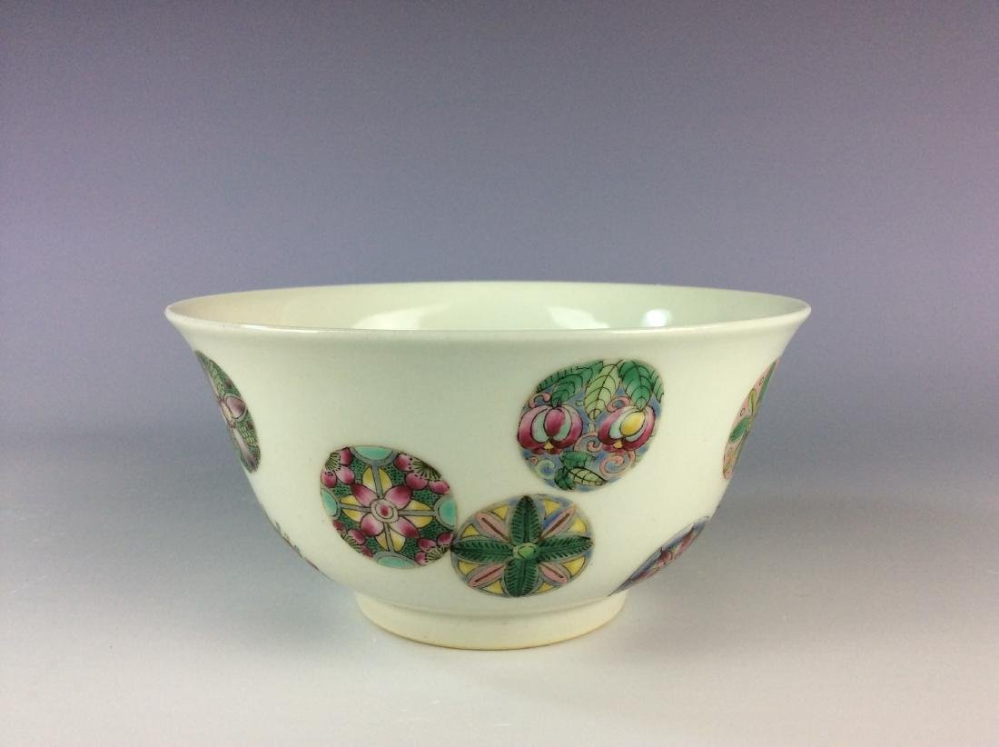 Chinese famillie rose  bowl with circular floral - 2
