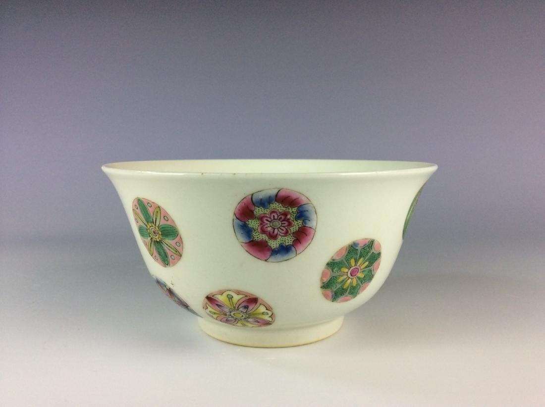 Chinese famillie rose  bowl with circular floral - 3