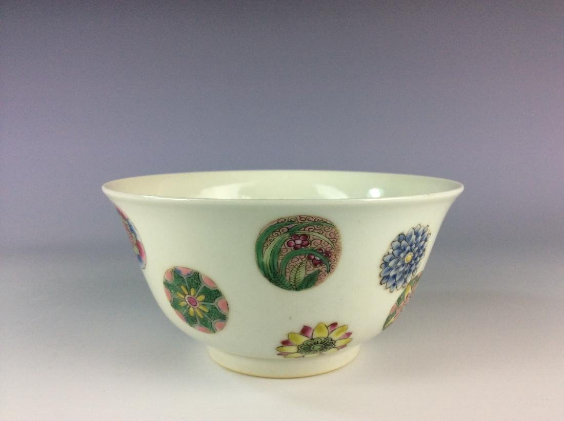 Chinese famillie rose  bowl with circular floral - 4