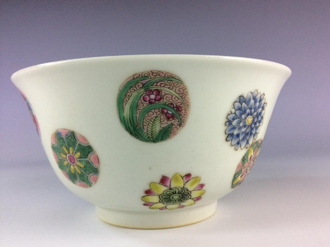 Chinese famillie rose  bowl with circular floral - 9