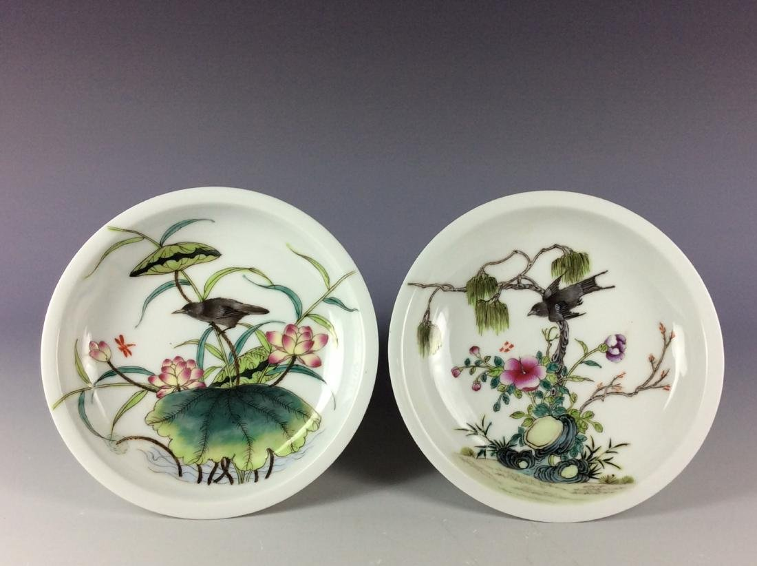 Pair of Chinese porcelain saucers with floral pattern - 2