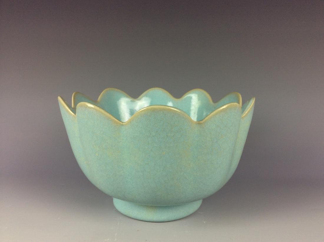 Chinese celadon crackled glaze porcelain warmer