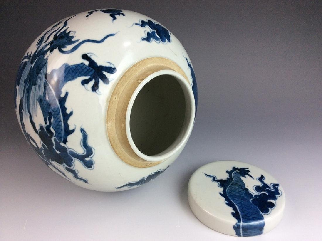 Fine Chinese porcelain  B/W pot with lid, dedcorated &