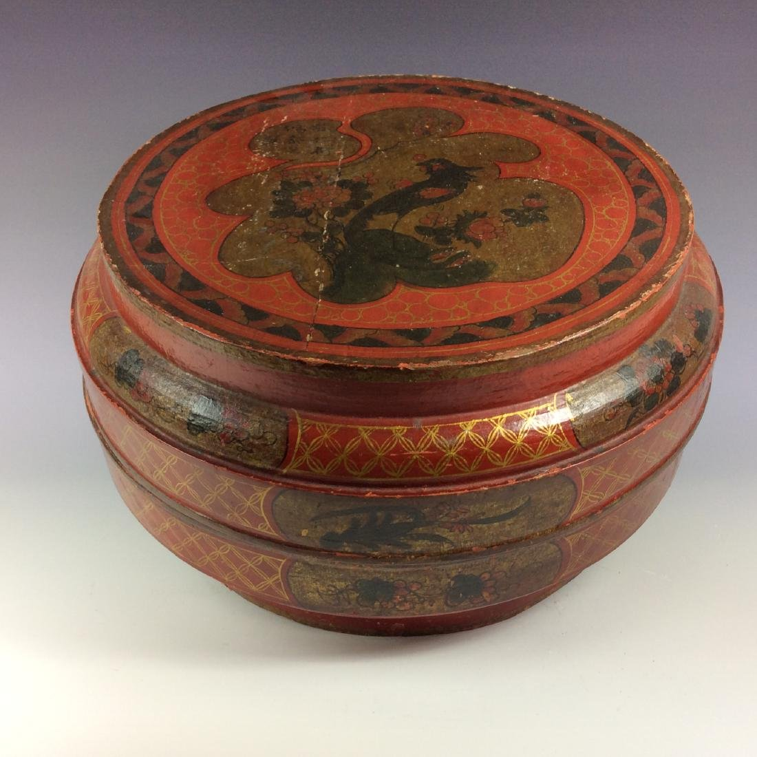 Vintage Chinese lacquer box with floral patterns