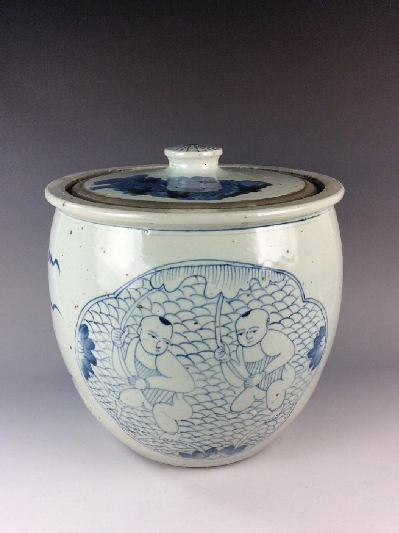 Antique Chinese B/W porcelain lidded pot