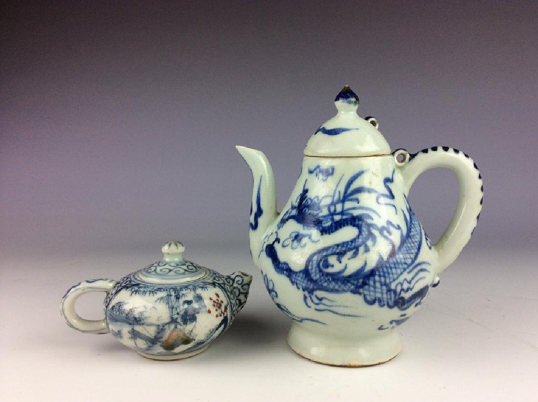 A set of two Chinese porcelain wine pot, blue & white