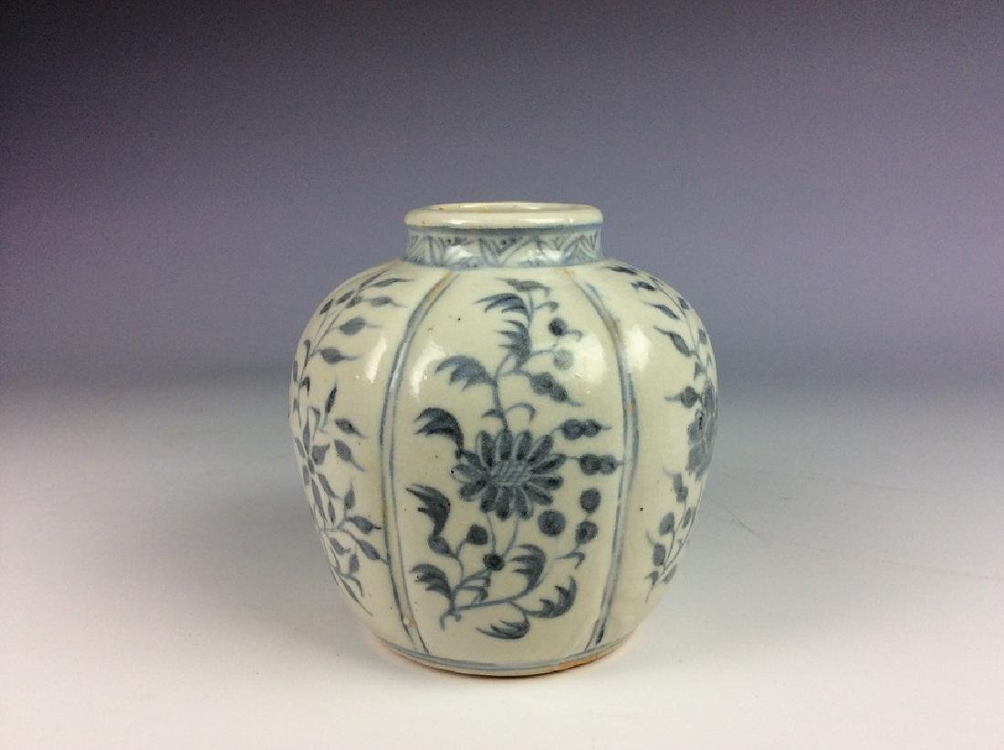 Chinese Ming style porcelain pot, blue and white
