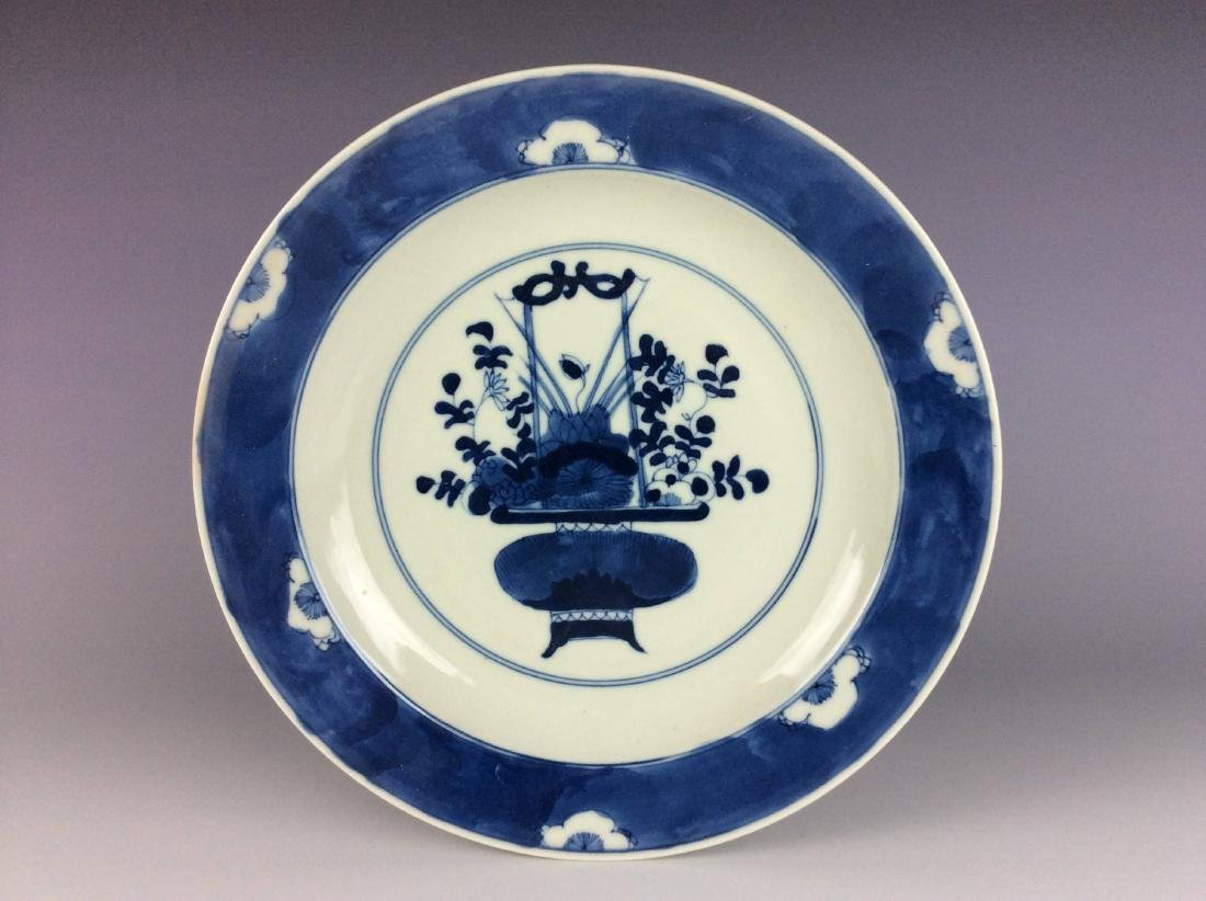 Fine Chinese blue & white plate.