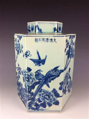 Chinese porcelain vase, blue & white glazed, decorated,
