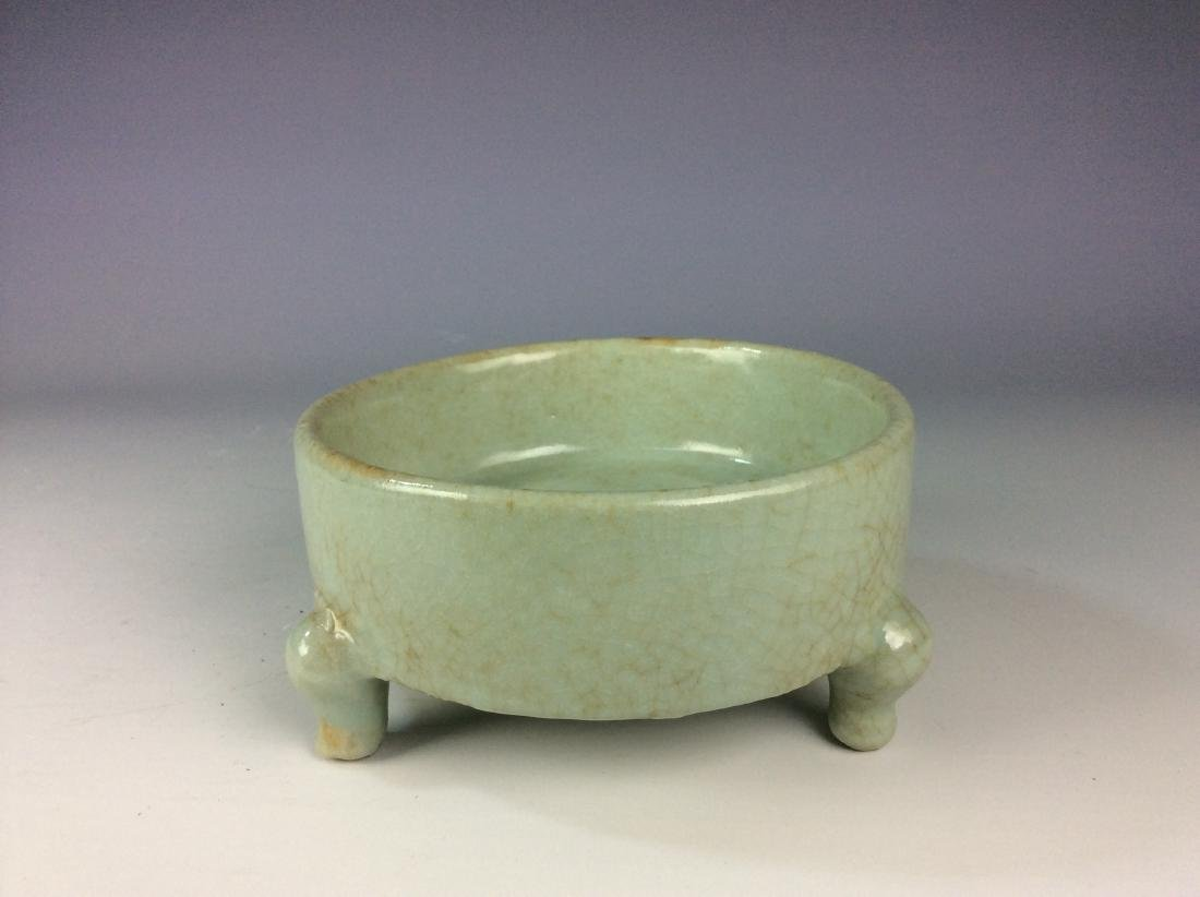 Chinese celadon crackled glaze tripod washer with mark - 3