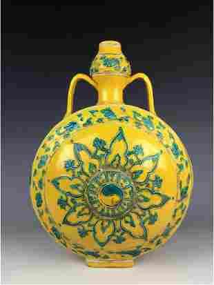 Chinese porcelain verte glazed vase