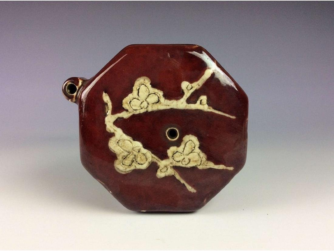 Chinese red glaze porcelain water dropper, decorated - 2