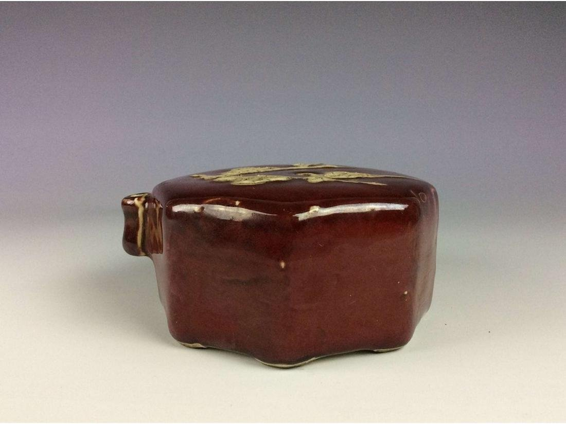 Chinese red glaze porcelain water dropper, decorated - 3