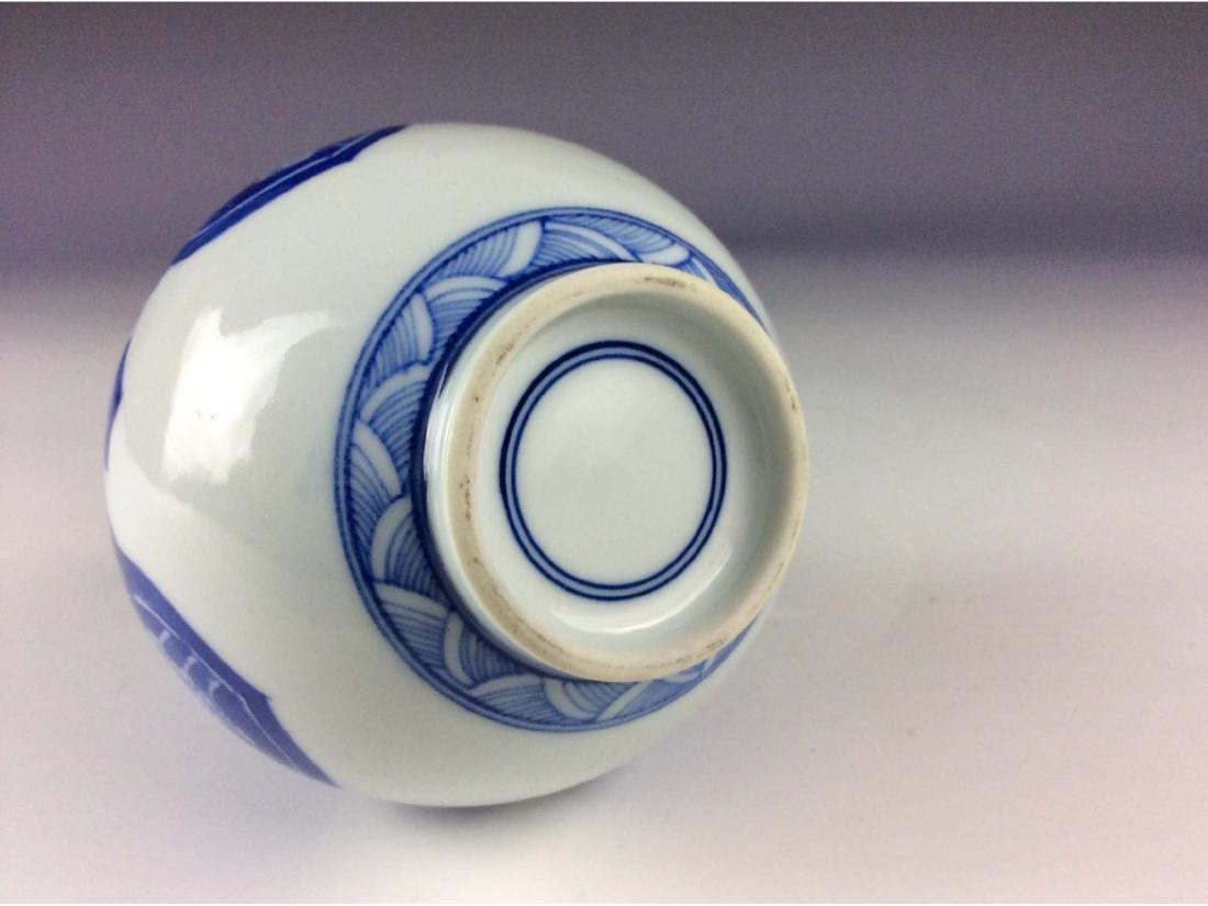 Chinese B/W vase double circle mark on base - 4