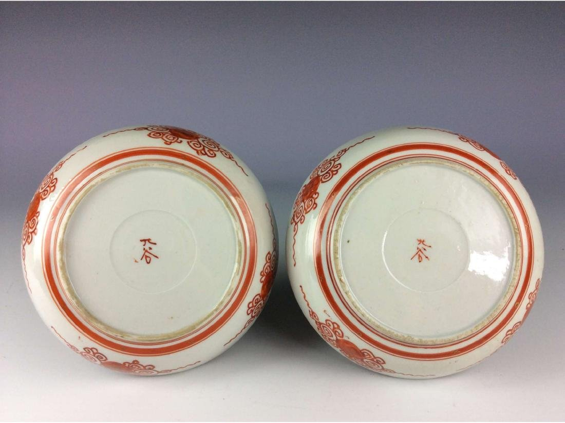 Pair of Japanese porcelain plates with figure - 2