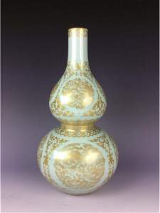 Exquisite Chinese double gourd vessel with dragons in
