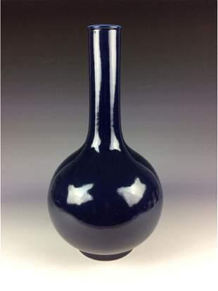 Fine Chinese porcleian vase, blue glaze, marked