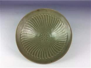 Chinese Yuan style porcleian bowl celadon glaze