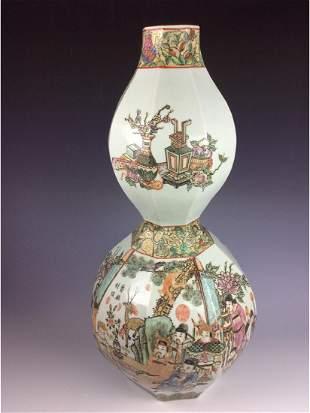 Large Fine Chinese porcelain vase famille rose