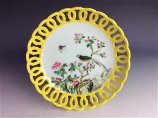 Chinese porcelian Wucai plate yellow ground marked