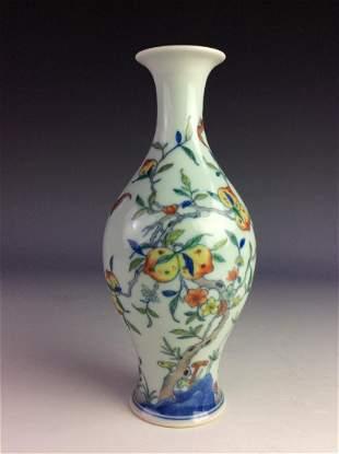 Fine Chinese porcelian vase famille rose glazed