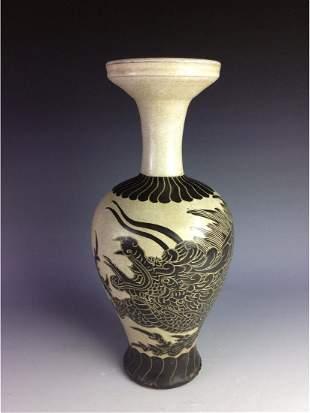 Chinese CiZhou kiln vase polished with motif of dragon