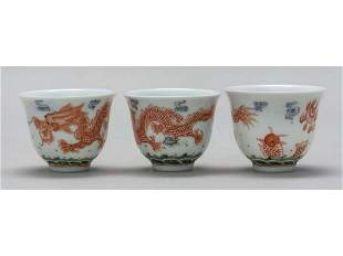 Set of three Chinese porcelain bowls decorate with