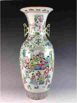 Large Chinese porcelain vase famille rose glazed