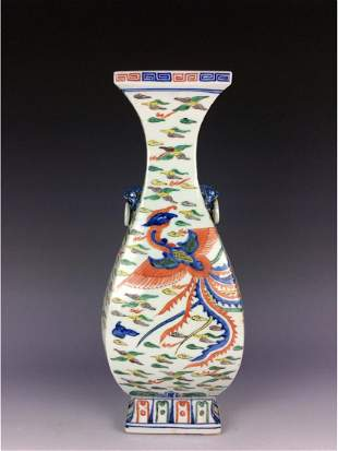 Fine Chinese Ming style porcleian vase Wucai glaze