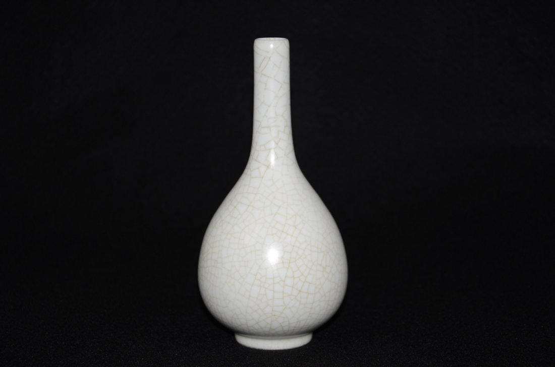 Chinese Song style Ge Kiln Vase