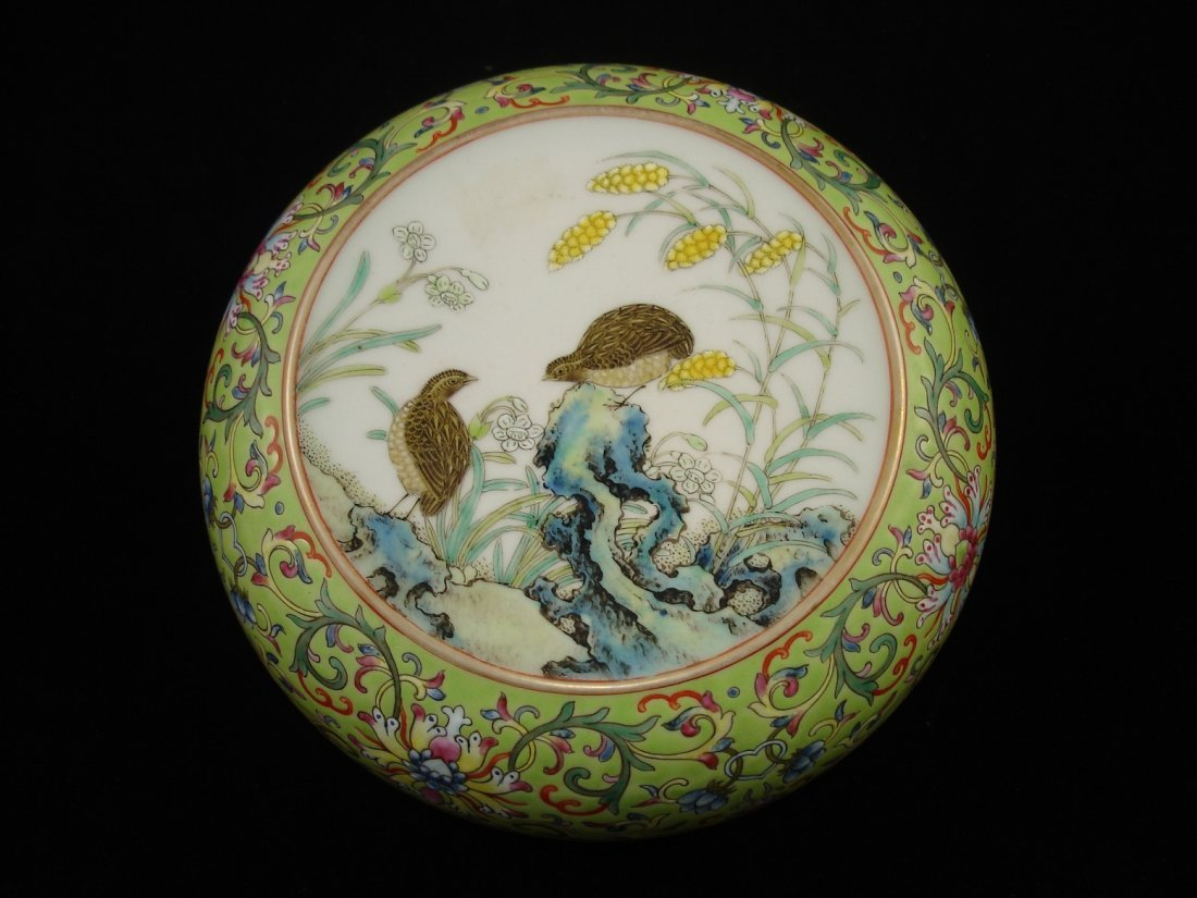 Extremely pretty Chinese porcelain covered box, marked
