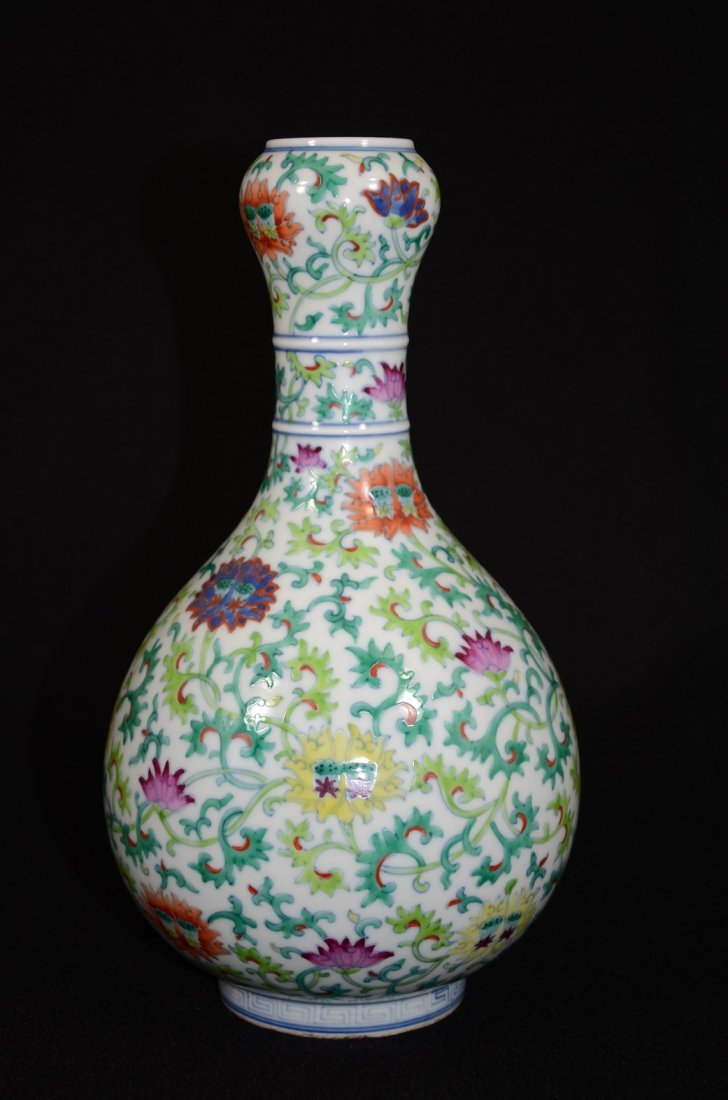 Qianlong marked or Later,  a garlic top in pear shape,