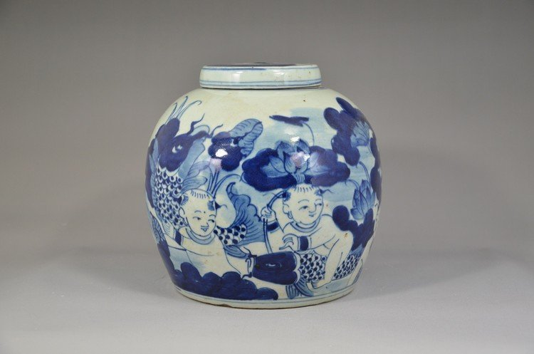 Chinese B/W Round Lidded Jar