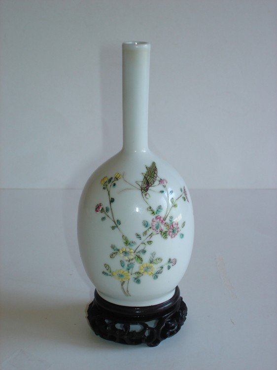 Rare Chinese famille rose porcelain vase, decorated