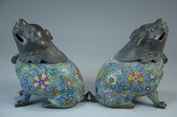 Important a pair of Chinese cloisonne incense, marked