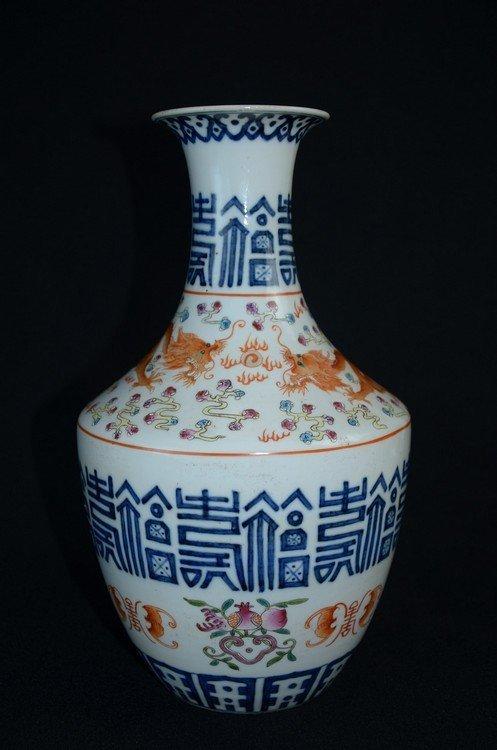 Beautiful Chinese famille rose porcelain vase,